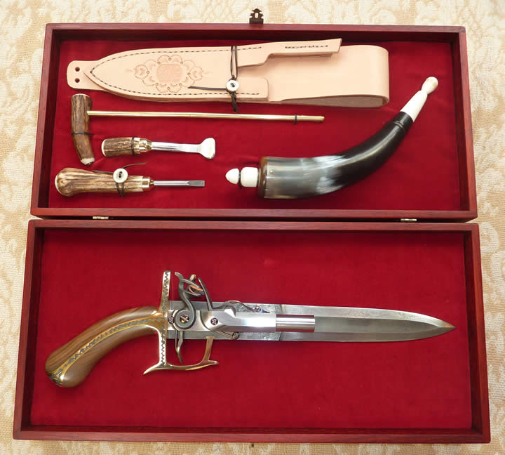 Boarding Pistol Knife boxed set